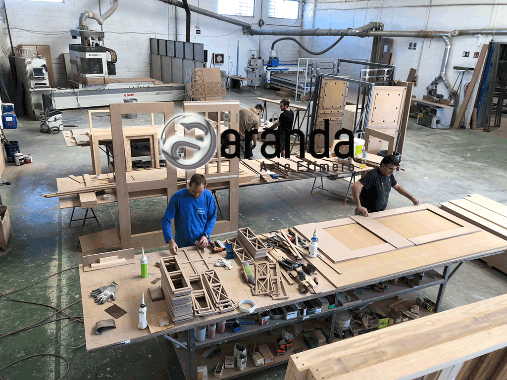 Carpentry of Grupo Aranda manufacturing elements of the decoration of Money Heist